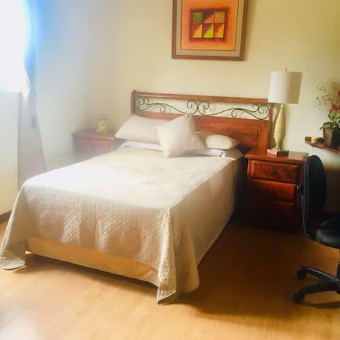 En Santa Elena, linda habitación!!
