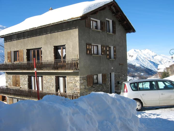 Apartment with one bedroom in Les Ménuires, with wonderful mountain view, terrace and WiFi - 800 m from the slopes