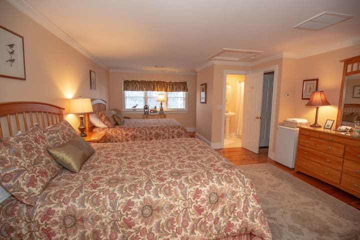 Compass Rose Inn - Double Queen Room