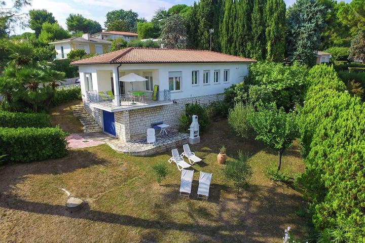 Espaciosa casa de vacaciones con jardín en Villaggio Taunus