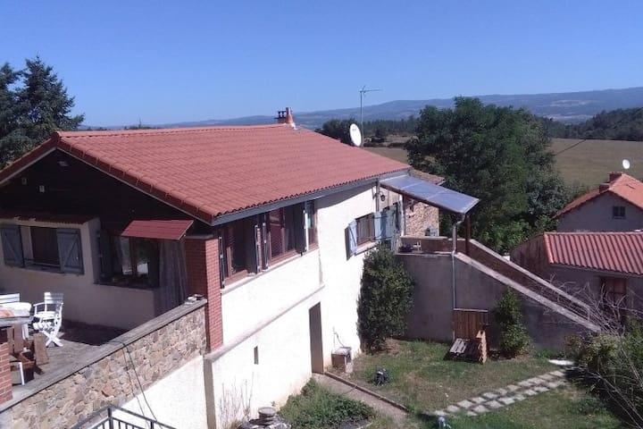 Maison dans village de Haute Loire - Beaumont - Huis