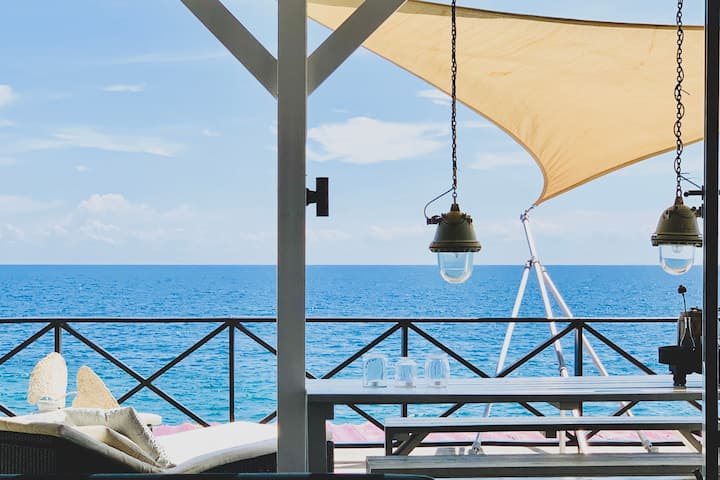 Seaside Rendez-vous with large private terrace