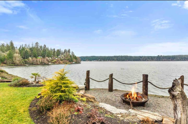 Quiet Waterfront house on the Puget Sound W/HotTub
