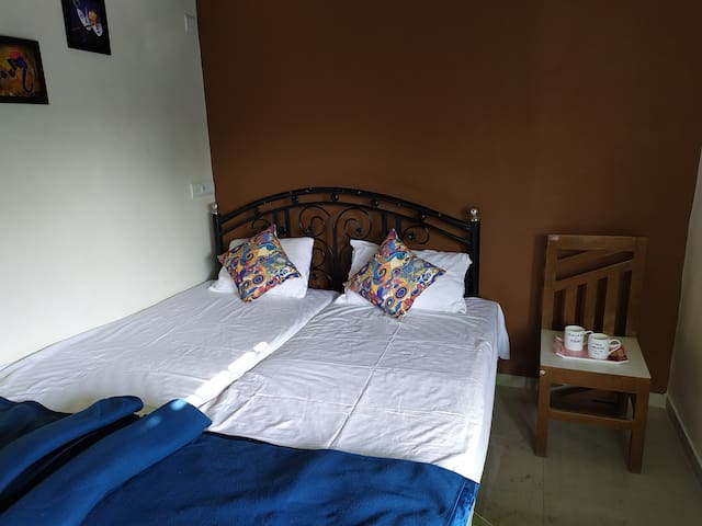 Alex Guest House Ganeshpuri SE Non a/c Kitchenette