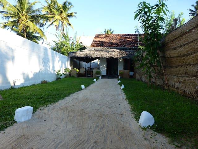 Anusha Villa - Ahangama - Bed & Breakfast