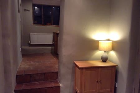 Self contained annex in beautiful village - Eydon - Casa