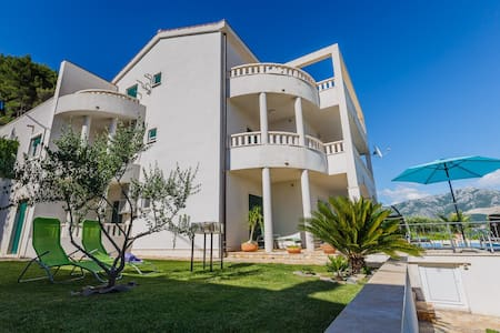 Idyllic villa with pool near Split - Split