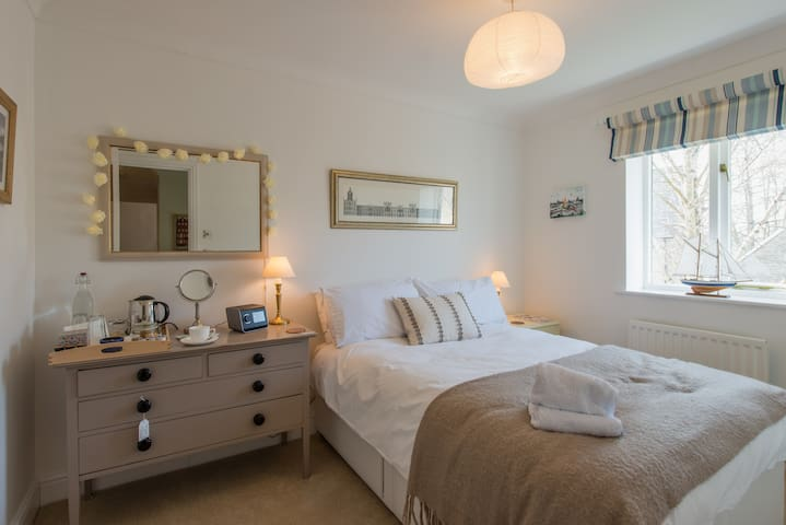 Small Boutique Room • Cotswolds Breakfast• Parking