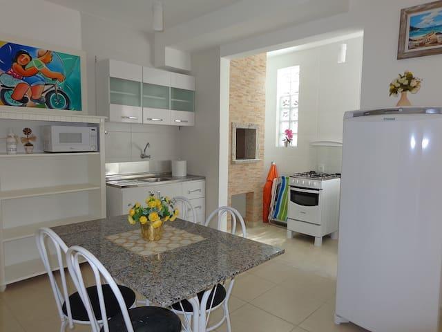 INGLESES - EXCELENTE APTO, WI-FI, AR COND - Florianópolis - Appartamento
