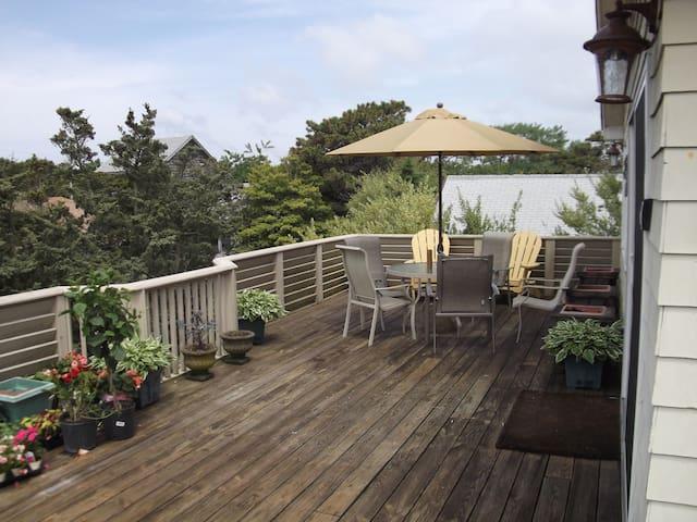 Large upper deck