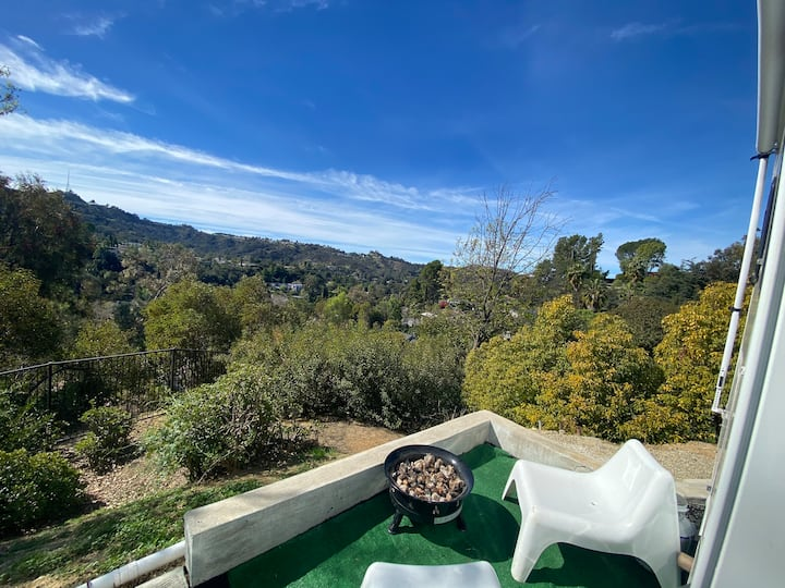 Private RV perched on hills in Studio City
