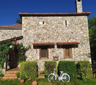 Country Stone House for 9 pers ,next to Kalavrita