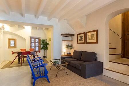 Casa Deia Villa in Mallorca - Sleeps 4 with A/C! - Sóller - House