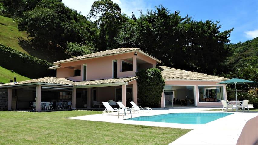 Casa com praia  privada, condomínio Caierinha