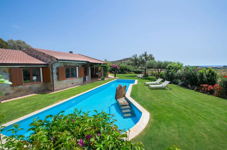 Magnificent Villa in Chia with large pool & garden
