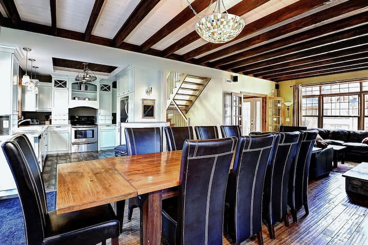 20 min from downtown Quebec, GREAT house - 16 pers