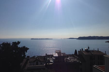 Relax close to lake and downtown. - Gardone Riviera - Apartment