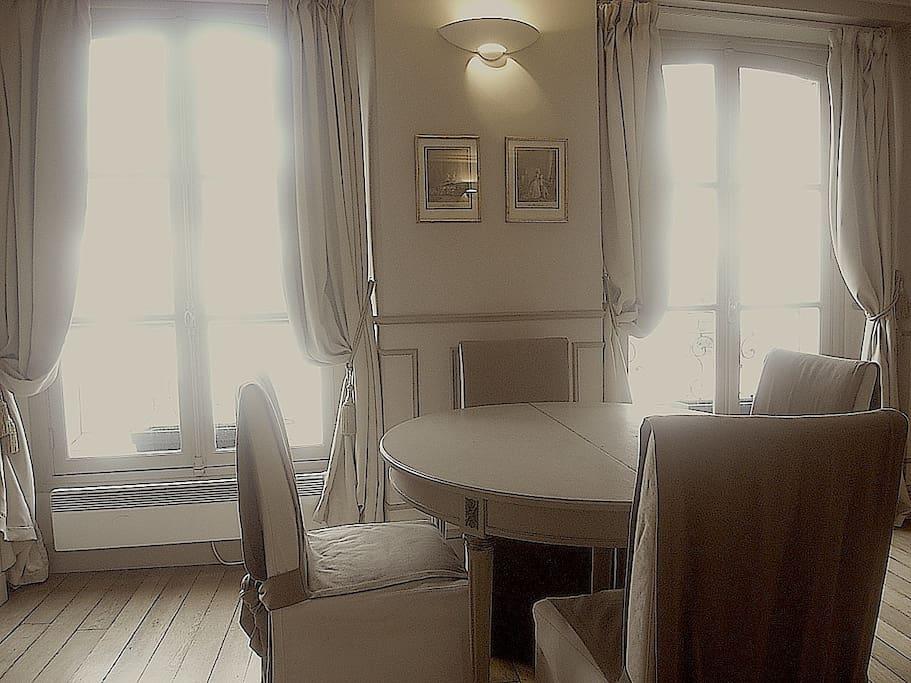 Sitting dining room