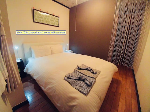Double bed room with Private shower within - ALICE