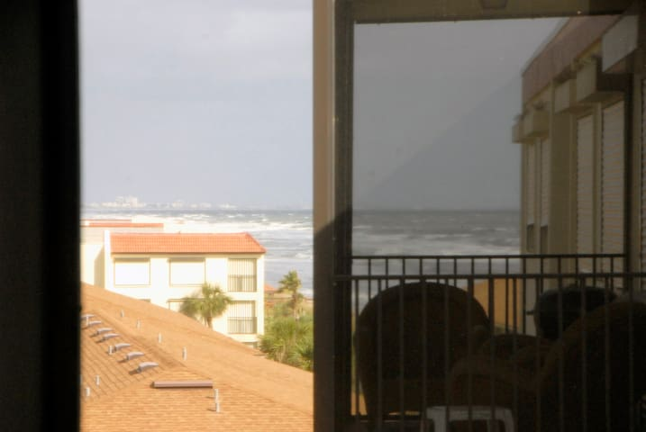 Sunset at the Beach, Perfect oceanfront getaway - Satellite Beach - Apartament