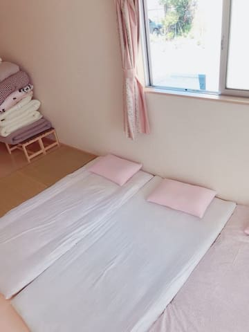 悠悠之家-三~五人地板床垫间