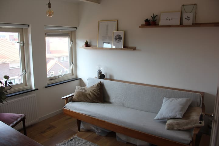 Beautiful and cosy room, 15 min walk to centre