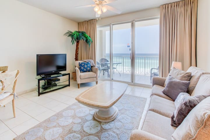 5th Floor Comfortable gulf view Condo, Steps to beach, Shopping & dining nearby