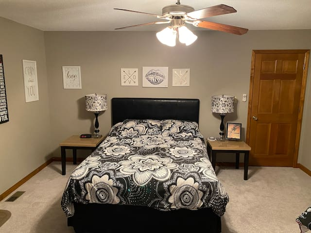 Bedroom with queen and twin bed, and with a ceiling fan