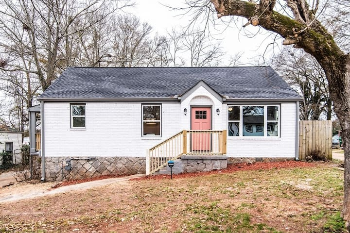 Intown cottage with lots of charm!