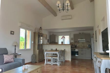 APPARTEMENT COSY NEUF/JARDIN /PROVENCE / ALPILLLES
