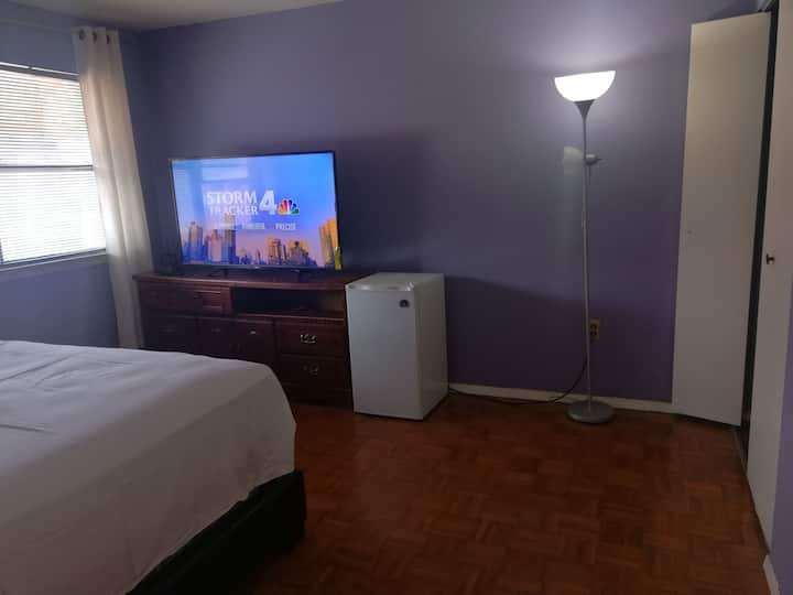 Cozy room for your stay in BK w/ free wifi & TV