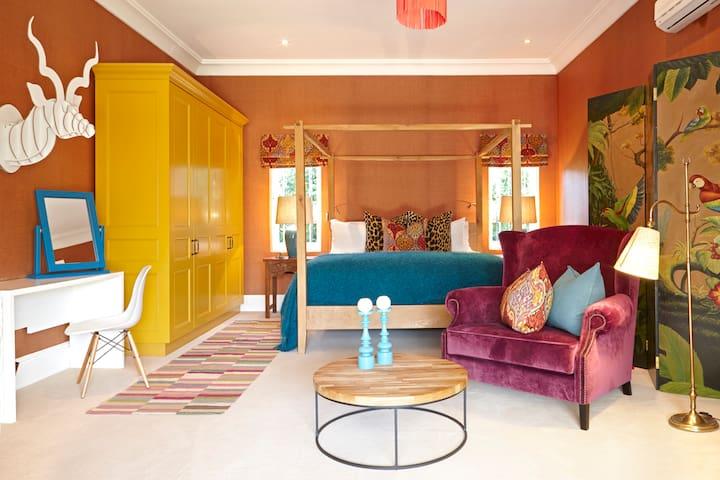 La Clé Village - Courtyard Room at Colonial