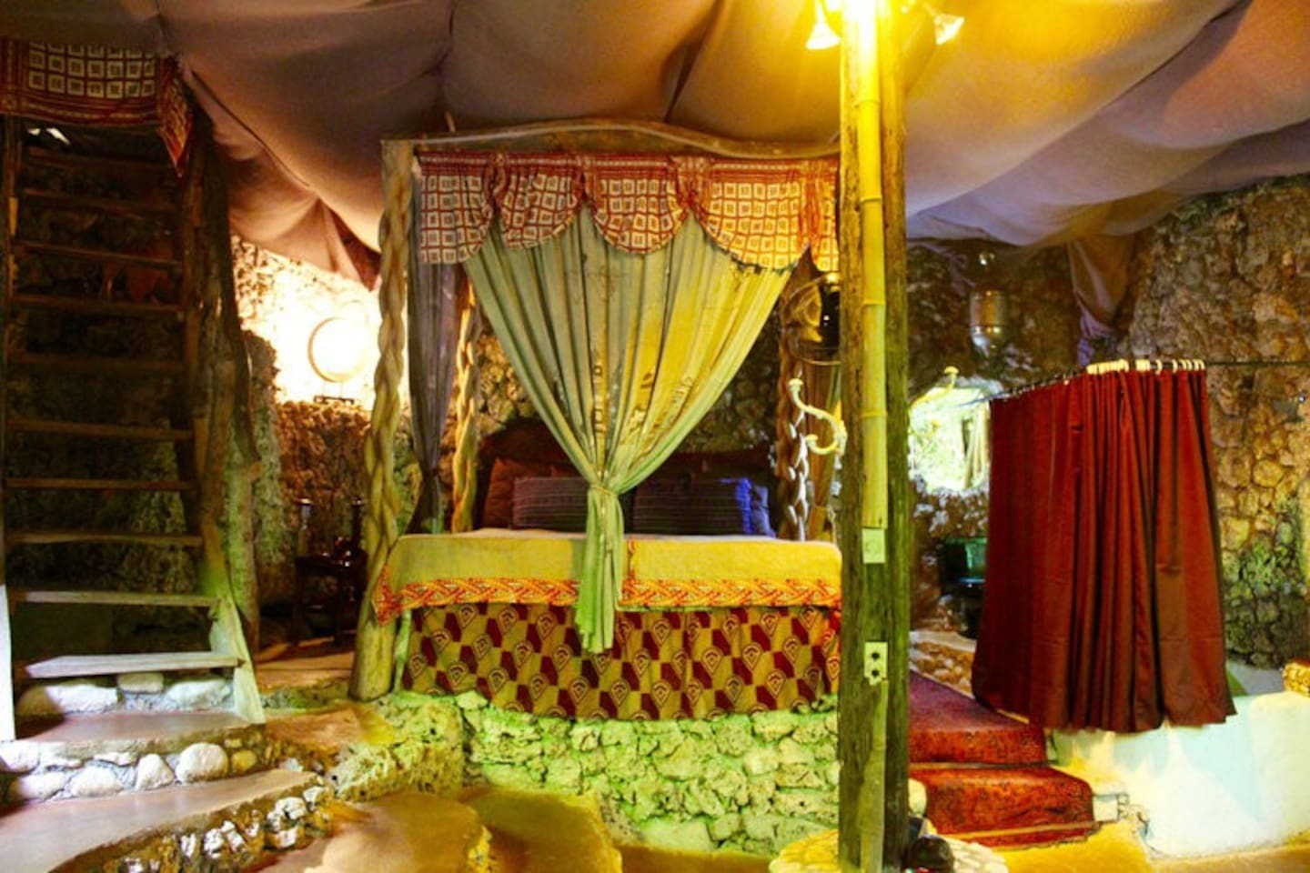 Queen of Sheba 4 King size poster bed