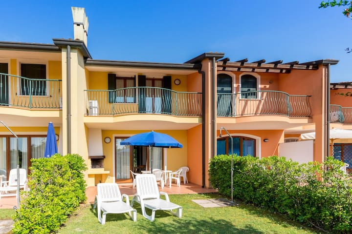 Apt for 5+2 pers with pool in Albarella R31264