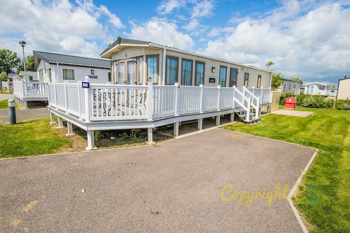 SBL63 -Camber Sands Holiday Park - Sleeps 6 - 2 Bedrooms - En-suite - Dishwasher - Decking - Private Parking