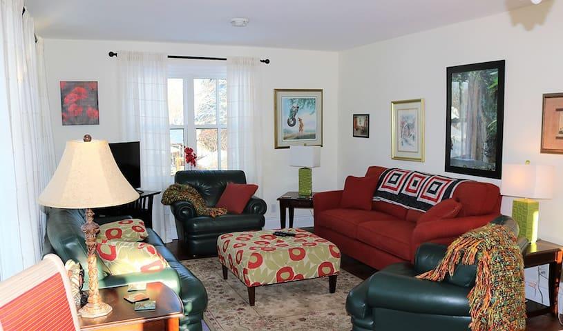 Executive 2 Bedroom Apt. - Joseph Lawrence House