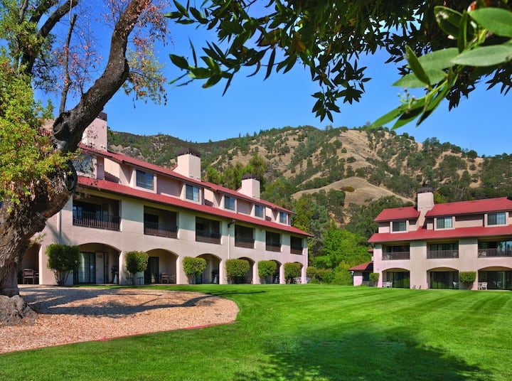 Clear Lake, CA, 2-Bedroom Penthouse #1