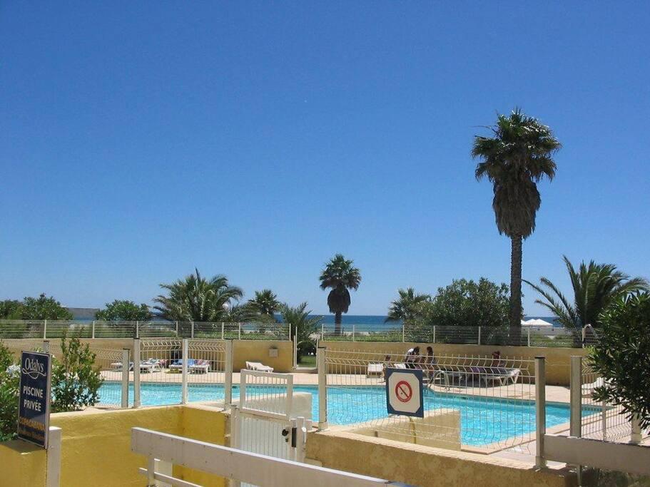 T2 terrasse r sidence front de mer flats for rent in for Cash piscine 64 idron