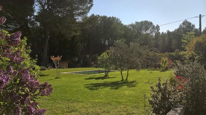 Villa au coeur de la pinède, 1.5 km village.