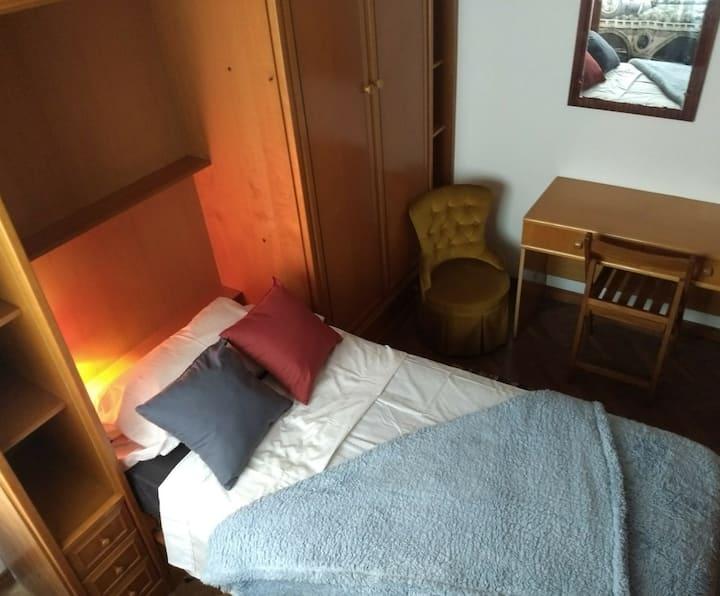 Comoda Habitación en a Coruña.