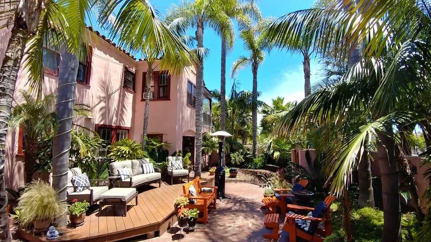 Spanish Villa near airport, beaches, MCRD and PLNU