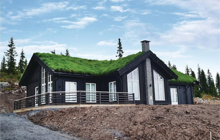Holiday cottage with 3 bedrooms on 123 m² in Sjusjøen