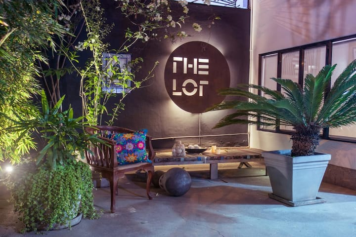 THE LOT BOUTIQUE HOME ROOM#4