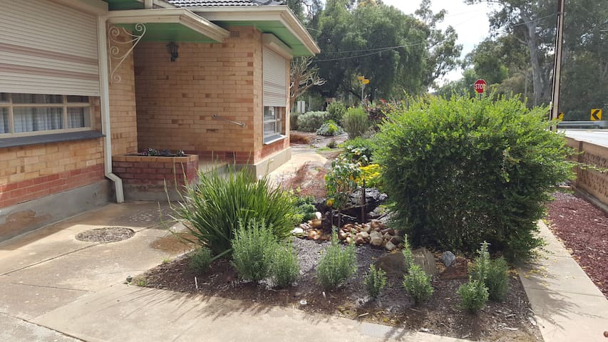 Riverside Cottage - Gawler South - Bed & Breakfast