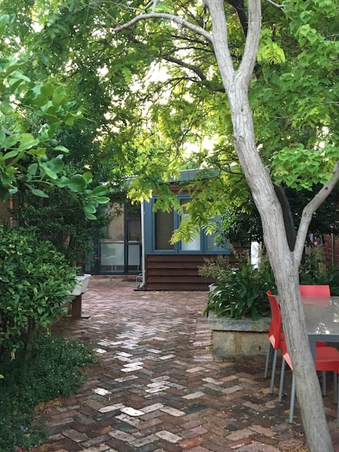 Secluded Garden Studio  - walk to beach