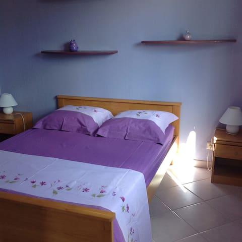 Chambre pour 2, petit déj 55€. SPA - Vensac