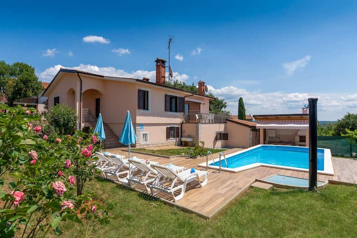 Casa Diana - holiday home with swimming pool