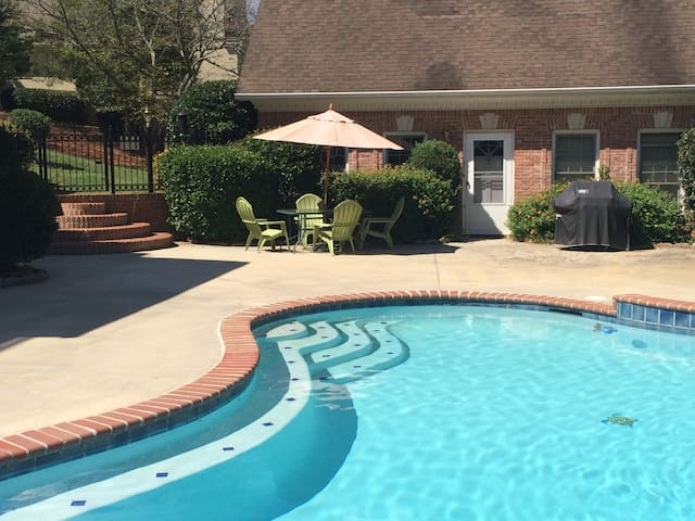 Private Guest House by the Pool - Conyers