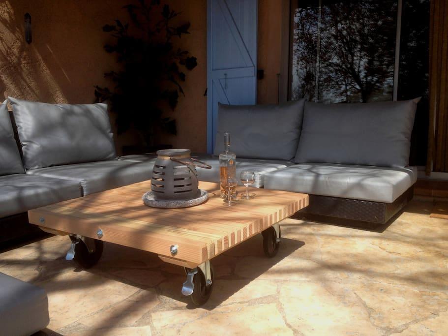 De loungehoek op het terras