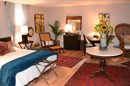 Huge room with queen size bed + pullout single. - Niagara-on-the-Lake - Reihenhaus